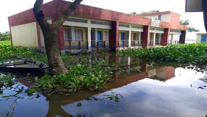 মদনে ১২ প্রাথমিক বিদ্যালয় খোলা নিয়ে অনিশ্চয়তা