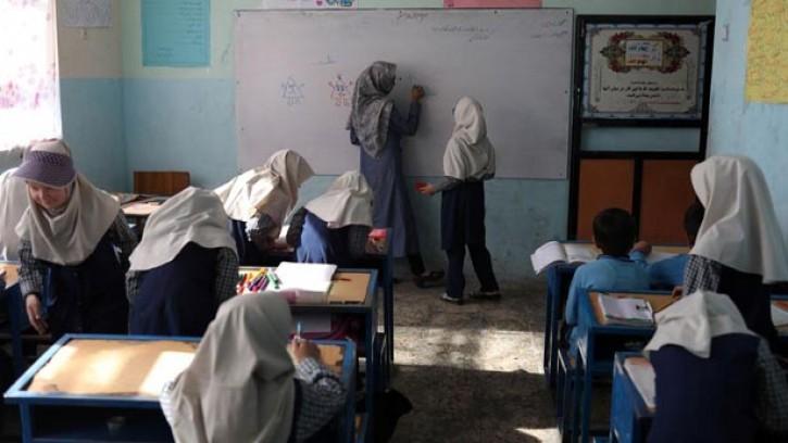 আফগানিস্তানে প্রাইমারিতে অংশ নিচ্ছে নারী শিক্ষার্থীরা